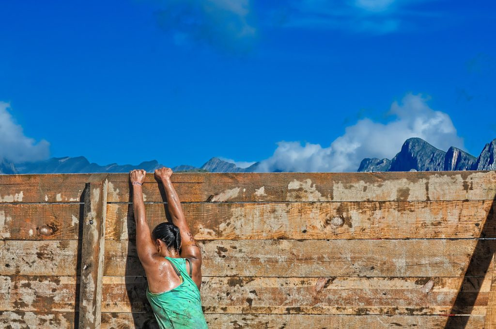 20191125 Girl on Obstacle Wall